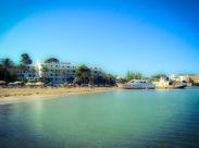 Playa con barco
